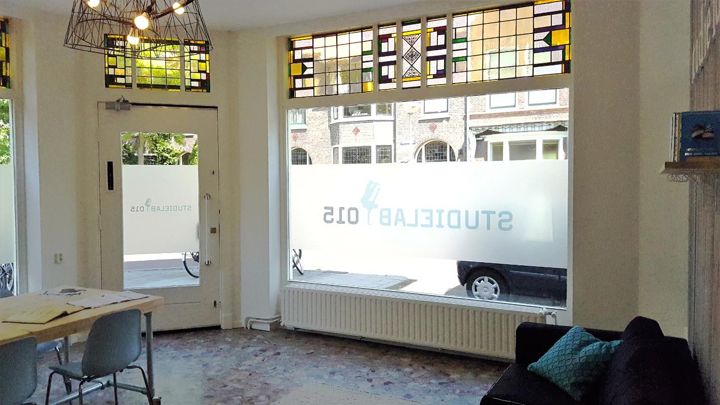 De fijne en lichte hoofdruimte van Studielab015, huiswerkbegeleiding en bijles in Delft